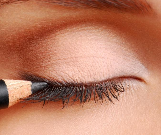 How to Apply Eyeliner – A Step-by-Step Tutorial | E ...